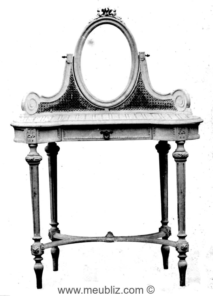 Latest coiffeuse louis xvi tablette en rognon et et miroir for Meuble coiffeuse en anglais