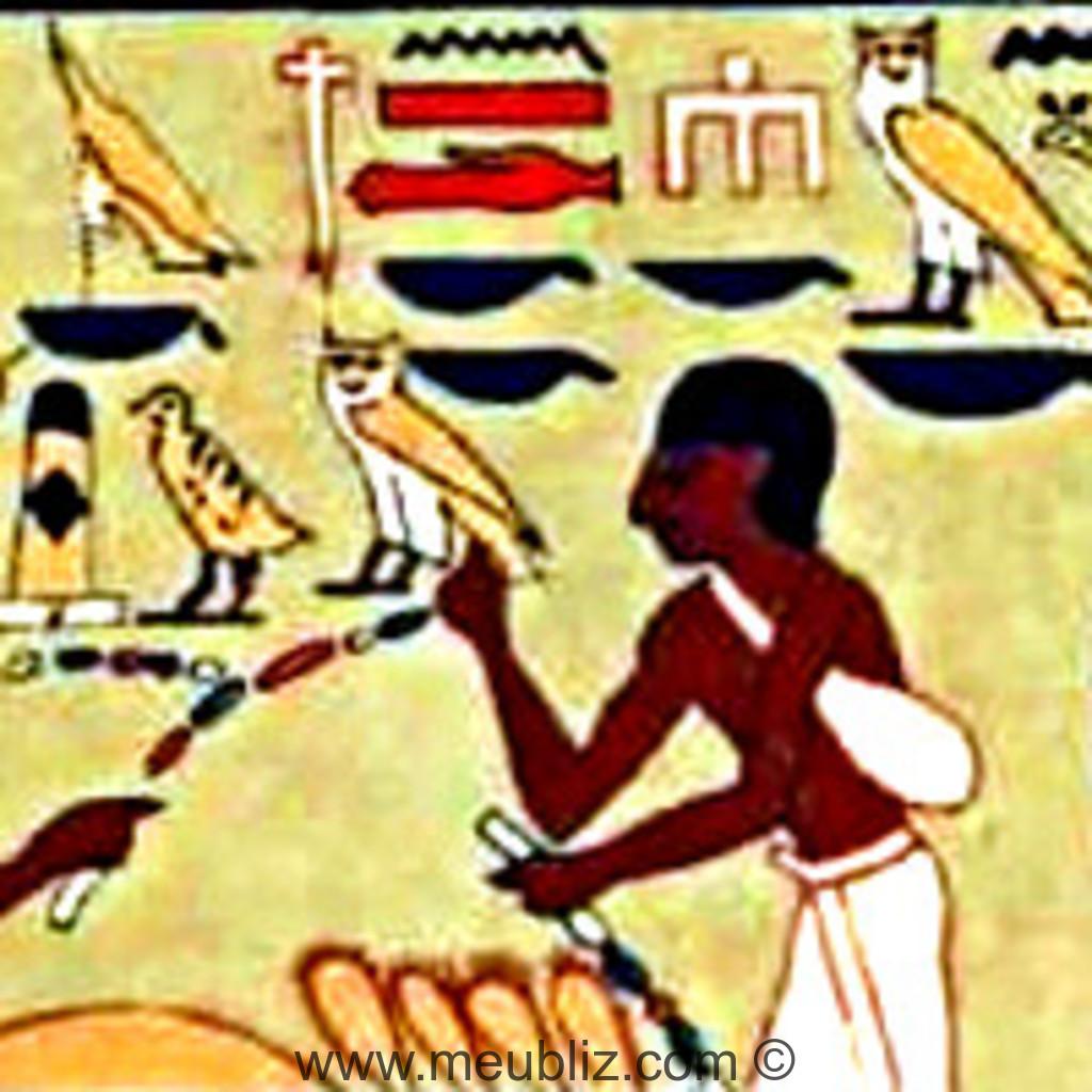 Motifs égyptiens dans une tombe de pharaon.