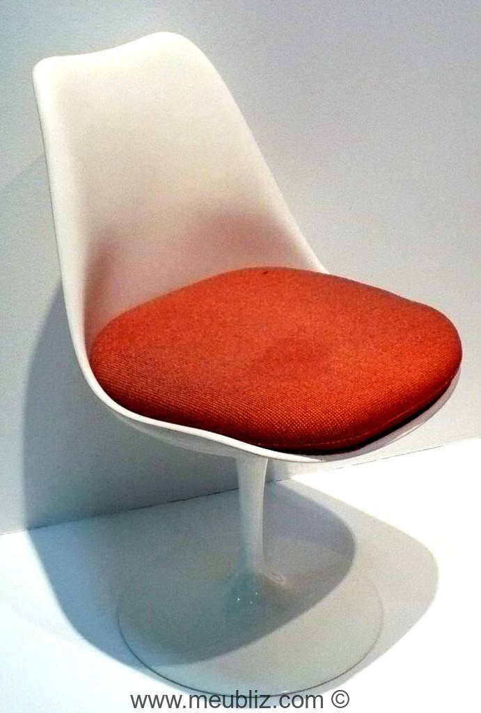 chaise tulipe pedestal par eero saarinen meuble design. Black Bedroom Furniture Sets. Home Design Ideas