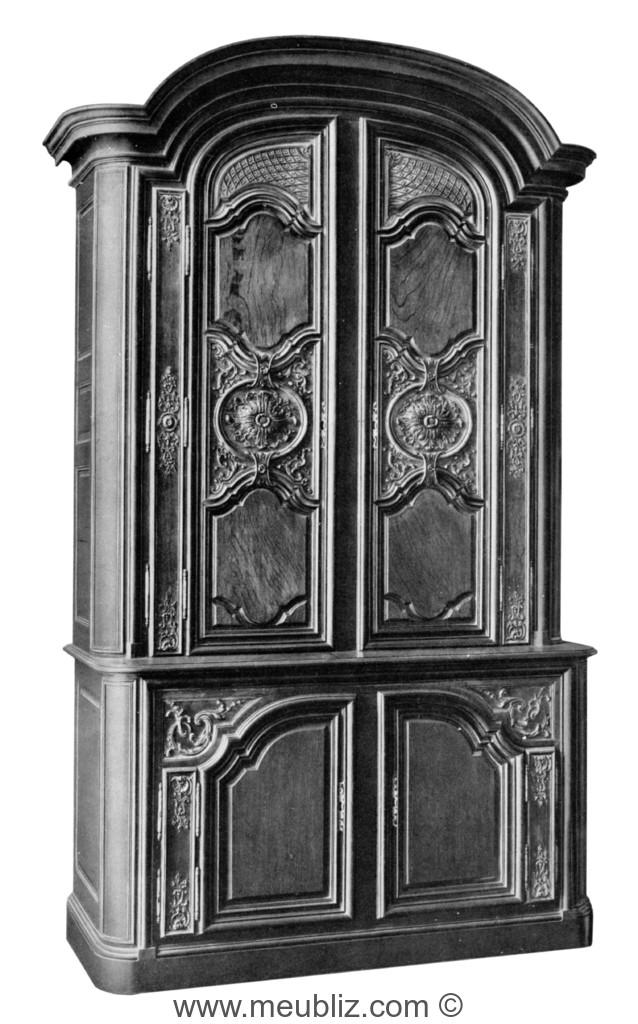 armoire deux corps r gence sculpt e avec corniche encorbellements meuble de style. Black Bedroom Furniture Sets. Home Design Ideas