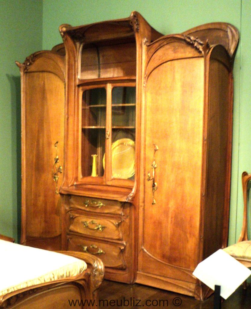 armoire vitrine par hector guimard meuble design. Black Bedroom Furniture Sets. Home Design Ideas