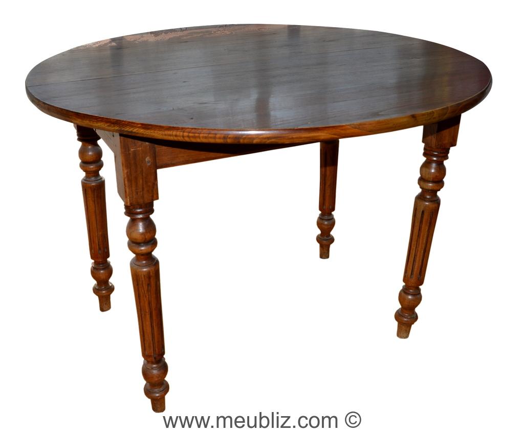 Table de style Louis XVI en acajou de la fin du XIXe siècle.