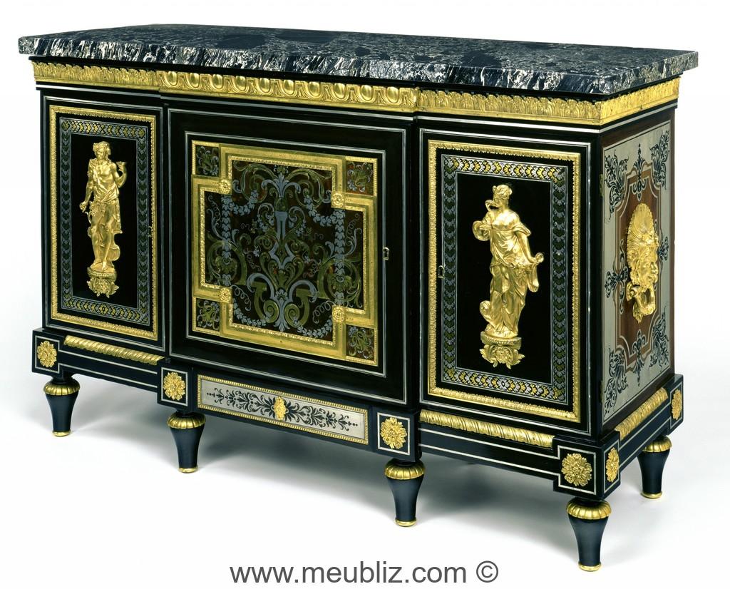 large buffet louis xvi trois portes sur pieds en toupie meuble de style. Black Bedroom Furniture Sets. Home Design Ideas