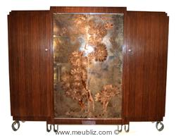 grande armoire à panneau de verre églomisé par Jules Leleu