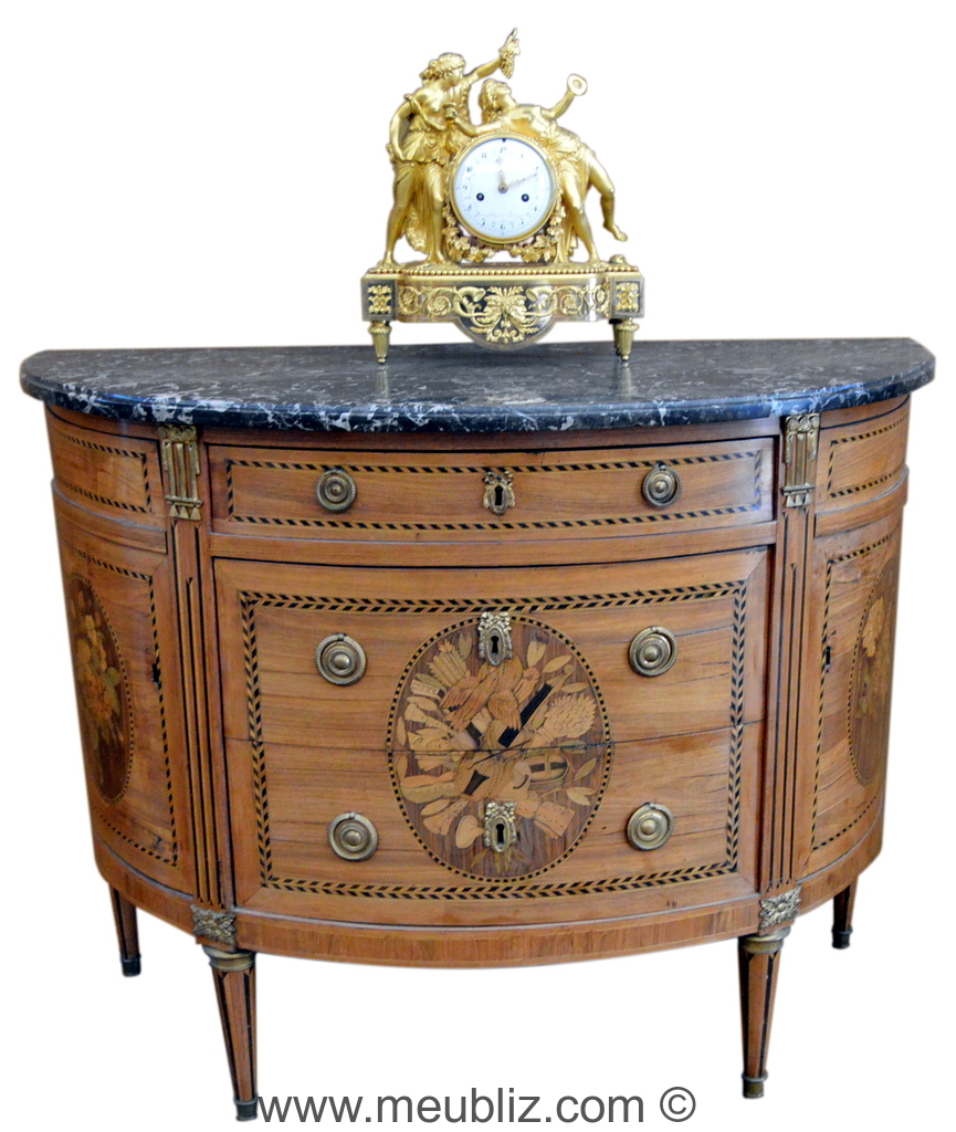 commode demi lune louis xvi trois rangs de tiroirs sur pieds mi hauts meuble de style. Black Bedroom Furniture Sets. Home Design Ideas