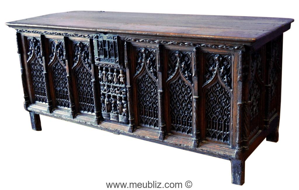coffre gothique arcatures sur pieds bas meuble de style. Black Bedroom Furniture Sets. Home Design Ideas