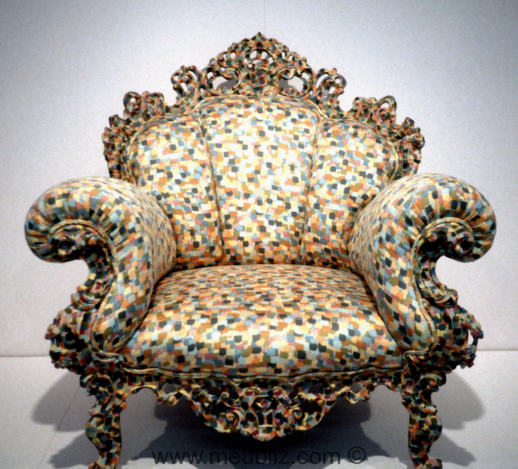 fauteuil poltrona di proust s rie redesign fantaisiste d 39 un si ge baroque par alessandro. Black Bedroom Furniture Sets. Home Design Ideas