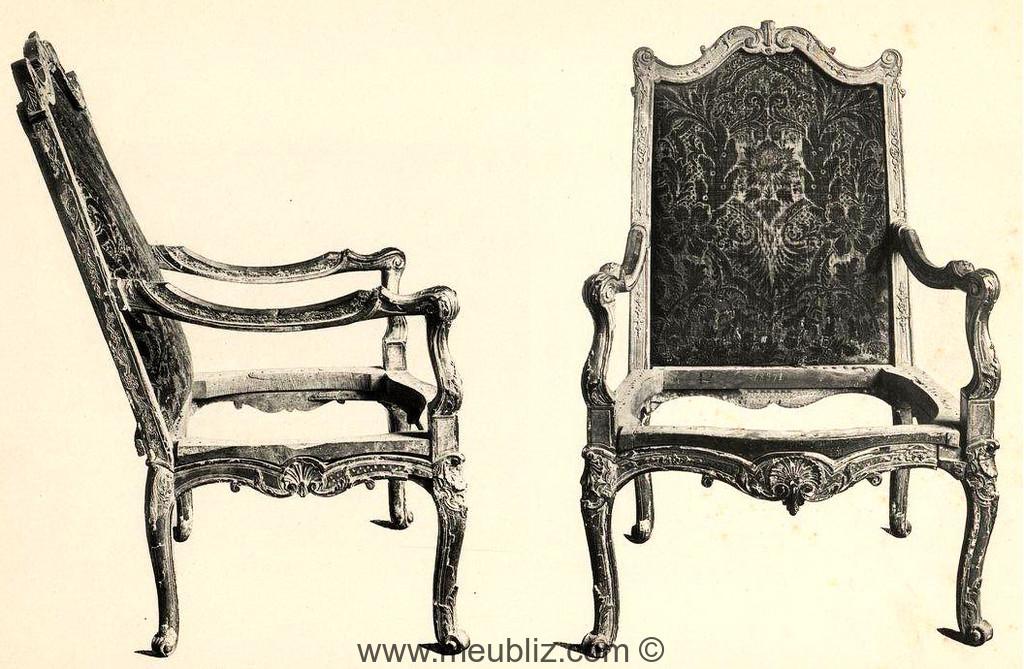 fauteuil r gence sommet de dossier chantourn et pieds galb s sculpt s meuble de style. Black Bedroom Furniture Sets. Home Design Ideas
