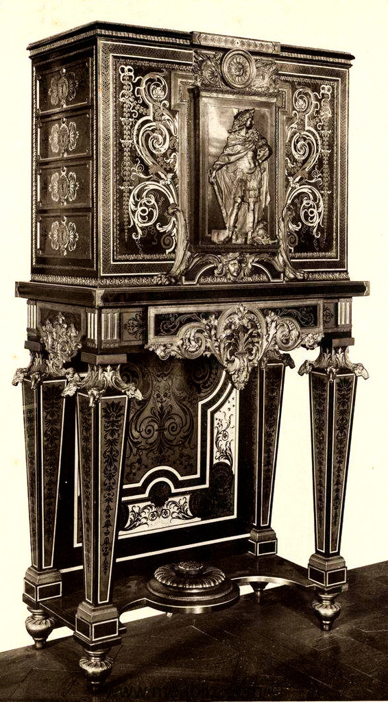 m daillier louis xiv sur haut pi tement de style boulle meuble de style. Black Bedroom Furniture Sets. Home Design Ideas