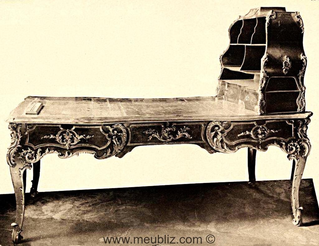 Bureau de ministre louis xv à serre papiers meuble de style