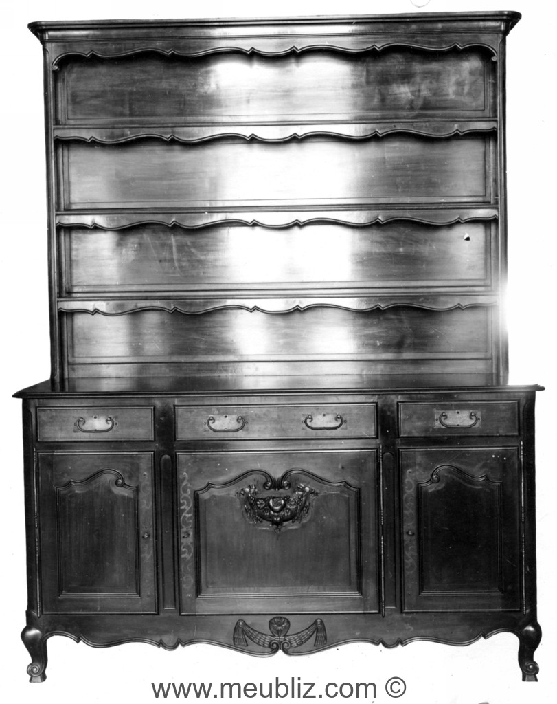 vaisselier ancien meuble rustique de nos r gions. Black Bedroom Furniture Sets. Home Design Ideas