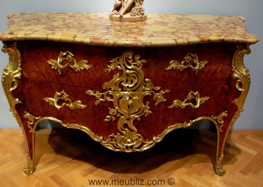 commode louis xv d 39 b nisterie marqueterie placage et bronzes dor s. Black Bedroom Furniture Sets. Home Design Ideas