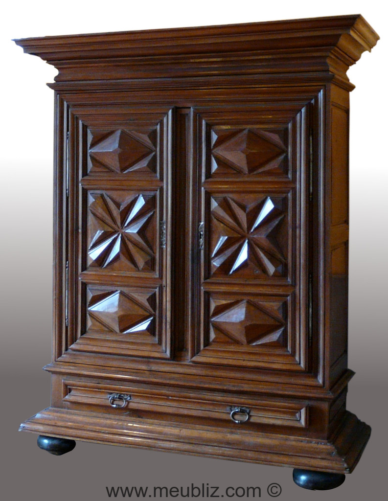 armoire louis xiii pointe de diamant ancien meuble r gional imposant meuble de style. Black Bedroom Furniture Sets. Home Design Ideas