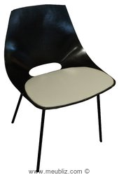 """Chaise tonneau """"Amsterdam"""" de Pierre Guariche"""