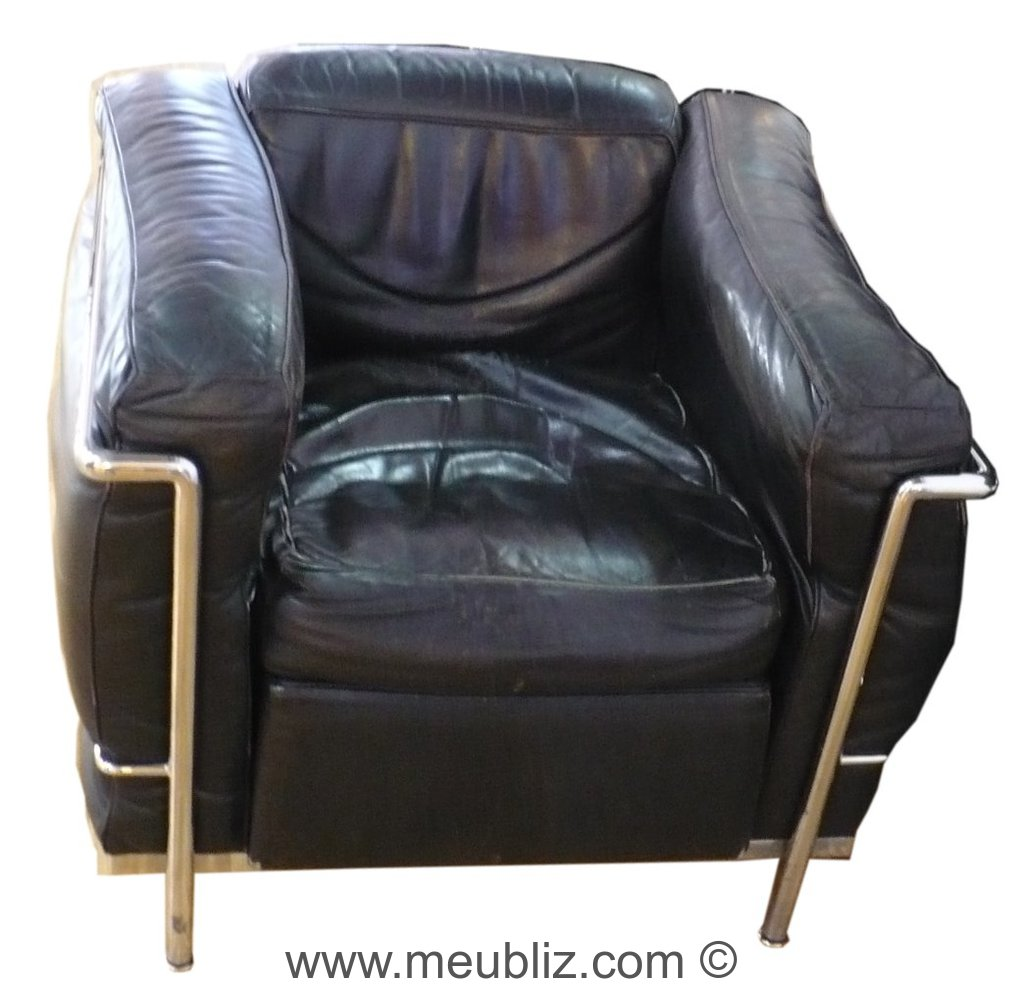 fauteuil lc2 grand confort par le corbusier et. Black Bedroom Furniture Sets. Home Design Ideas